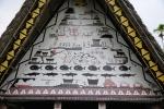 malowidła na ścianie szczytowej Bai