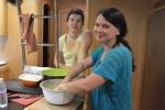 Weronika wyrabia ciasto na spatzle