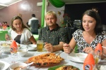 Ania, Tomek i Weronika na pożegnalnej kolacji w Ambon 17.10.2015