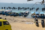plaża z wodnymi taksówkami