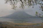 wulkan na wyspie Gunung Api - ostatnia erupcja w 1988r.