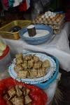 ryż sprzedawany w koszyczkach z liści palmowych