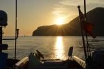 słońce chowa się za Wyspę Nusa Kode
