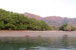 smoki na plaży na południowym brzegu Rinca MT