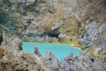 turkusowe jezioro w wulkanie Kelimutu