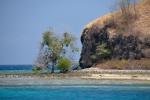 brzeg na wyspie przy której zakotwiczyliśmy w Seventeen Islands Marine Park