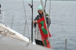 Hanuś wymienia wywianą banderę Malediwów 16.07.2016