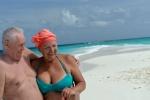 Lucyna z Tomkiem na rajskiej plaży na Malediwach