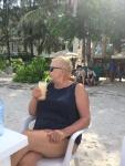 Lulu z mrożoną kawką na plaży w Hulhumale