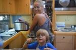 Hania z Antkiem pieką czekoladowe muffinki 14.07.2016 AM
