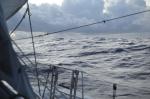 po wypłynięciu z atolu witają nas niezłe fale