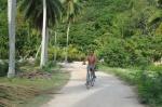 Zbyszek rowerem po La Digue AM