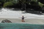 Ola na swojej plaży na Praslin