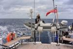 sprawdzanie mocowania pontonu przed sztormem