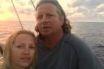 próba zrobienia selfie o zachodzie słońca