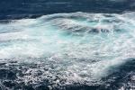 turkus wody po rozbiciu fali