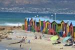 kolorowe przebieralnie na plaży